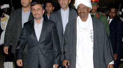 Ahmadinejad in Sudan to boost ties