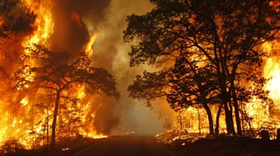 Residents flee as wildfire rages in Texas