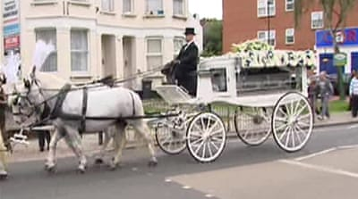 Hundreds mark funeral of Mark Duggan