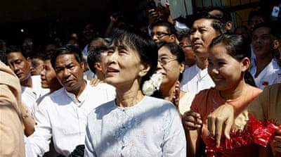 Suu Kyi to run for Myanmar parliament