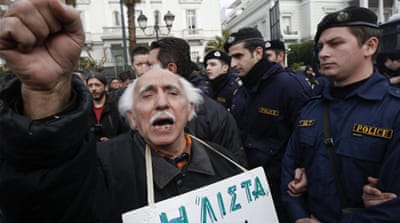Striking Greeks bring transport to a halt