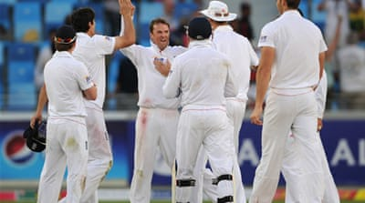 Swann strikes late in Dubai