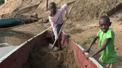 Uganda children mining sand to pay for school