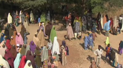 Thousands flee as Nigeria battles Boko Haram