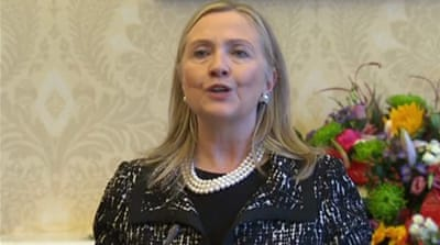 Clinton returns to shaky N Ireland peace