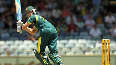Australia hold nerves to beat Sri Lanka