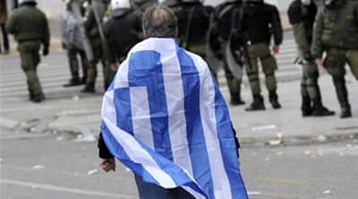 Greek cabinet approves bailout deal