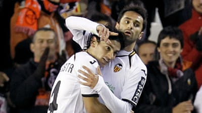 Valencia close gap on Barcelona