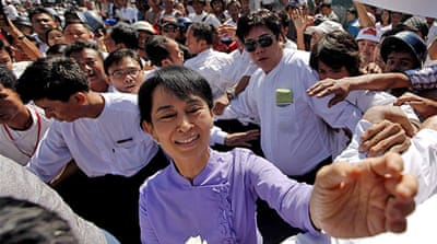 Suu Kyi given go-ahead to run in by-election