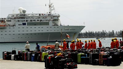 Stricken cruise ship arrives in Seychelles
