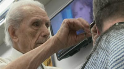 World's oldest barber still snips away