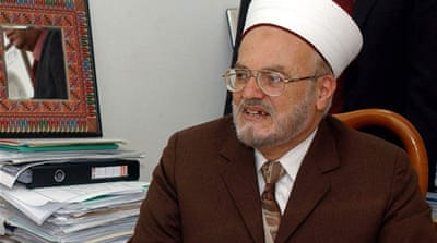 France bars entry to four Islamic scholars