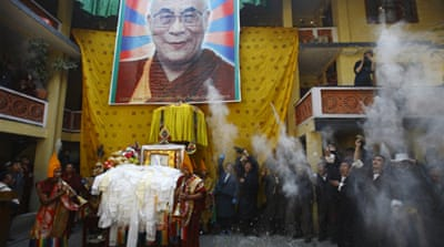Tibetan sets herself on fire in China protest