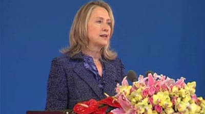Clinton presses China on rights