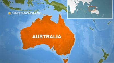 Boat carrying 200 sinks off Australia