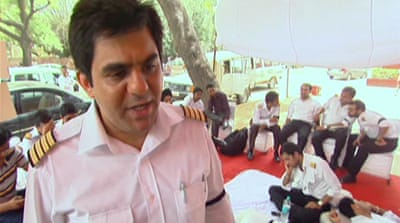 India pilots vow to continue hunger strike