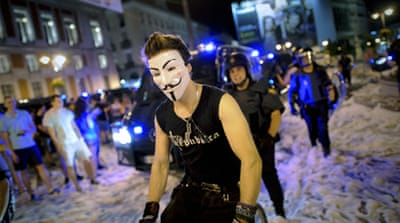 Spain police clash  with austerity protesters