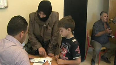 Syrian refugees flock to Lebanon