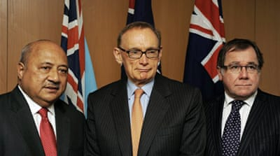 Ratu Inoke Kubuabola (L), Australia's FM Bob Carr (C) and their New Zealand counterpart Murray McCully (R)  agreed to restore full diplomatic ties [AFP]