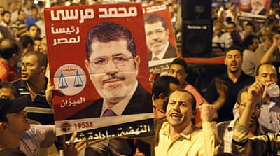 Crowds in Cairo praise Morsi's army overhaul