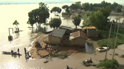 Nigeria floods displace thousands