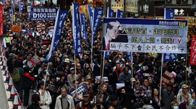 Hong Kong protesters urge leader to resign