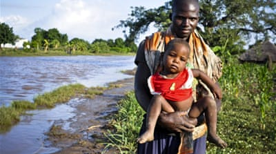 Mozambique floods displace thousands