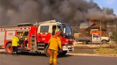 Australia bushfires destroy scores of homes