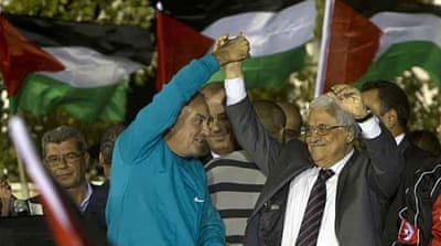 Jubilant crowds welcome Palestinian prisoners