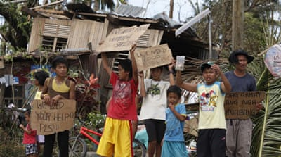 Philippines typhoon survivors beg for food