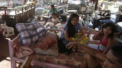 Aid eludes many Philippine storm survivors