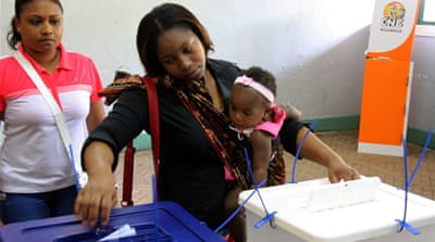Mozambique ruling party leads vote count