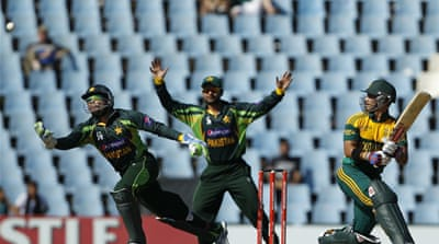 Pakistan's Umar Akmal, left, makes a catch to dismiss South Africa's batsman JP Duminy [Reuters]