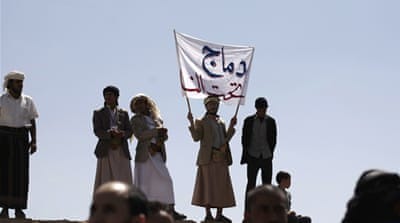 Clashes broke out on Wednesday when Houthi fighters accused their Salafi rivals of planning to attack them [AP]