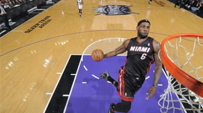 Miami Heat's LeBron James dunks the ball against the Sacramento Kings in Sacramento, California.  [Getty Images/AFP]