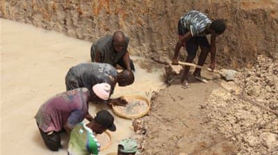 In pictures: Dangerous digging in Guinea