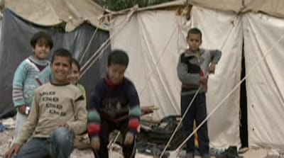 Palestinian refugees flee Syria for Lebanon