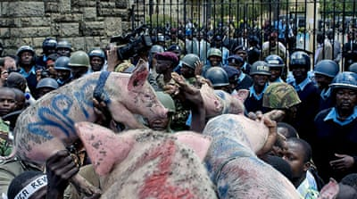 'Greedy pig' protest held at Kenya parliament