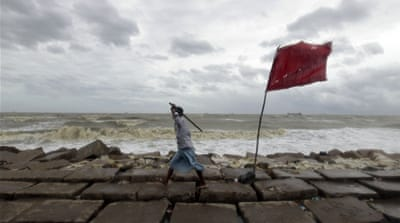 Mass evacuation as cyclone hits Bangladesh