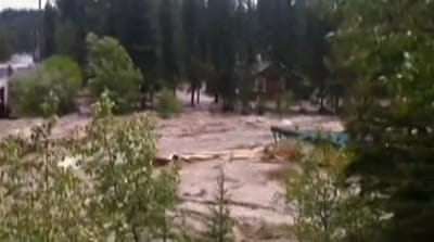 Thousands flee flooding in western Canada