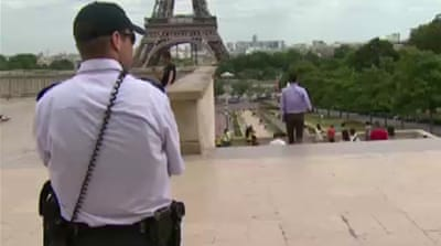 Paris beefs up security at tourist sites