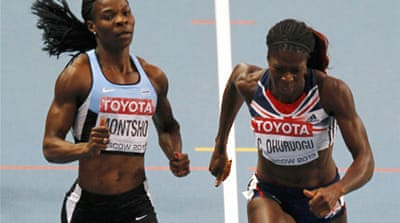 Britain's Christine Ohuruogu (R)  beat Botswana's Amantle Montsho in a photo-finish on the line [Reuters]