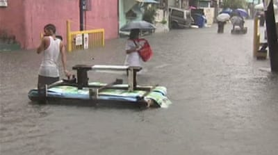 Thousands displaced in Philippine floods