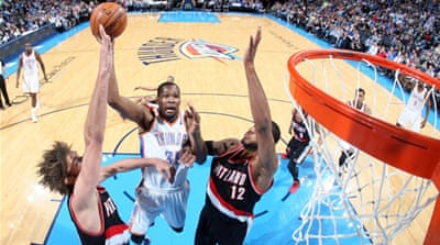 Kevin Durant (35) had an eighth successive 30-plus game [AFP]
