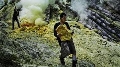 In Pictures: Mining sulphur in Indonesia