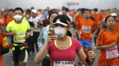 Masks donned at smog-hit Beijing marathon