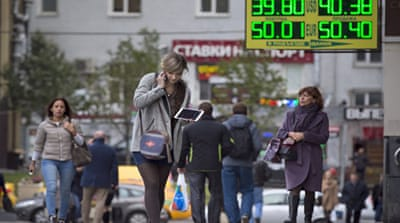 Oil price slump puts strain on Russia economy