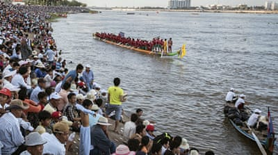 In Pictures: Cambodia's wild water festival