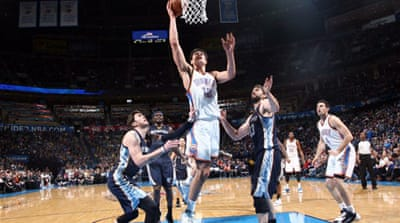 Steven Adams the Oklahoma City Thunder drives to the basket against the Memphis Grizzlies [AFP]