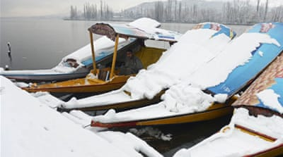 Spring snow hits northern India